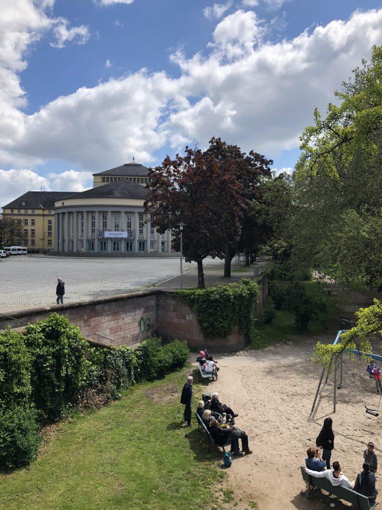 Das Staatstheater Saarbrücken am Tbilisser Platz. © Huber